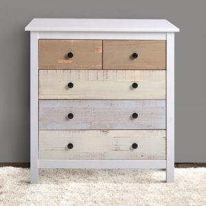 Cómoda de madera en blanco con cajones de madera natural en diferentes colores